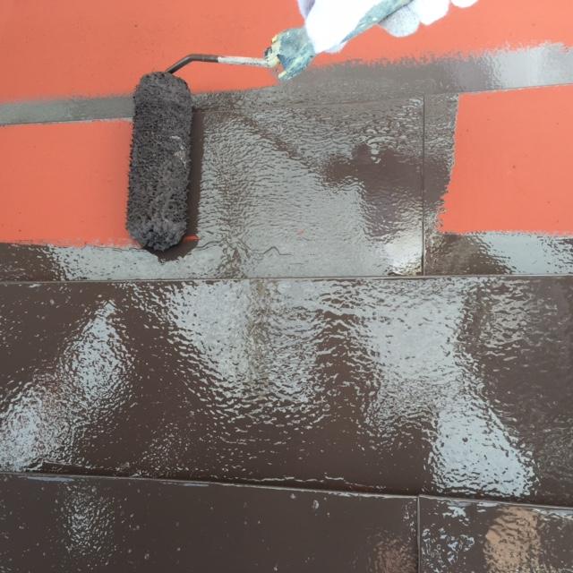 東京都葛飾区の屋根塗装工事の中塗り