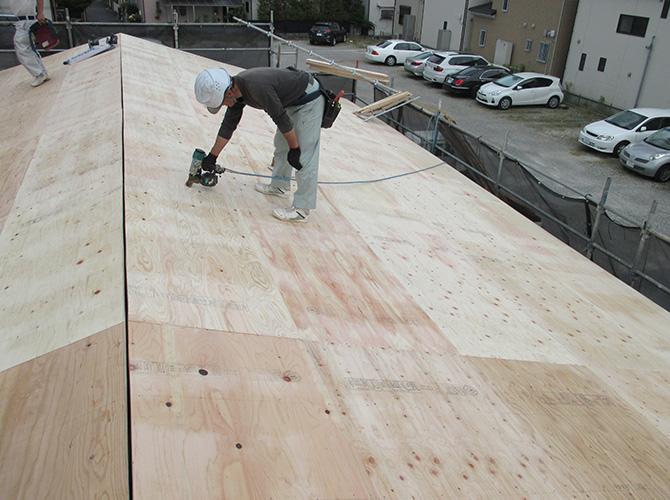 葺き替え工事の野地板の設置