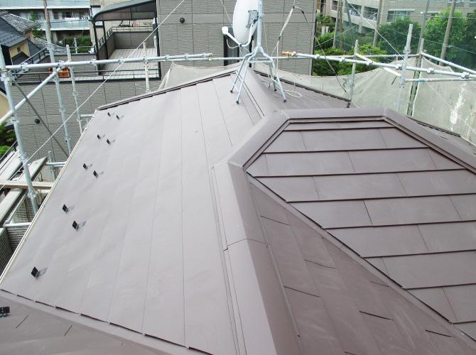 屋根カバー工法の施工完了後