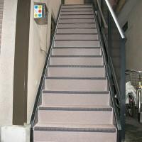 階段長尺シート工事の施工完了後