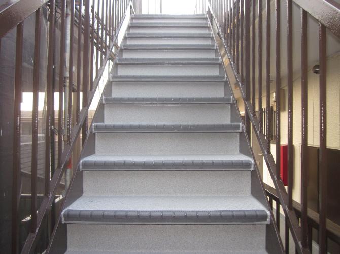 共用階段の長尺工事