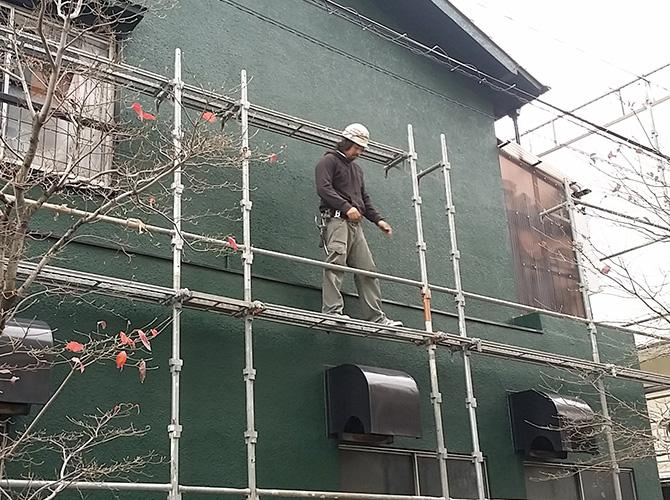 屋根工事の足場の設置