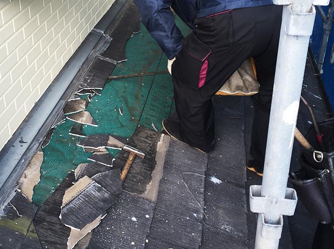下屋根補修工事中