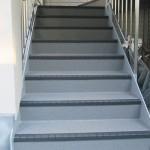 足立区N様邸の長尺シート工事 – 外階段・廊下の床リフォーム工事
