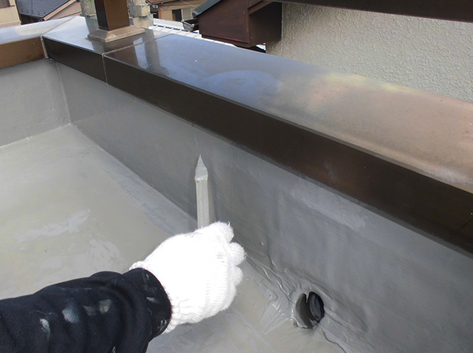 ドレン廻りの防水材塗布
