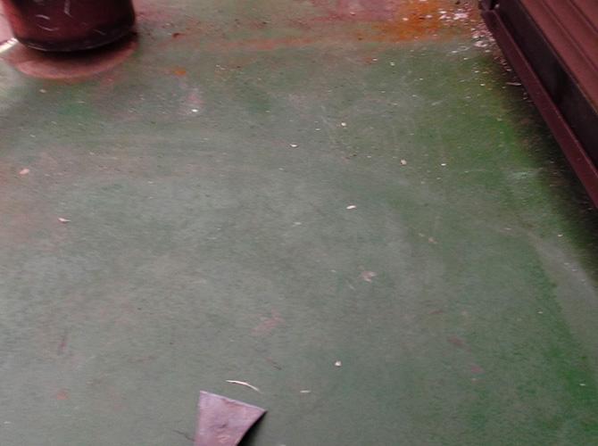バルコニーのケレン清掃