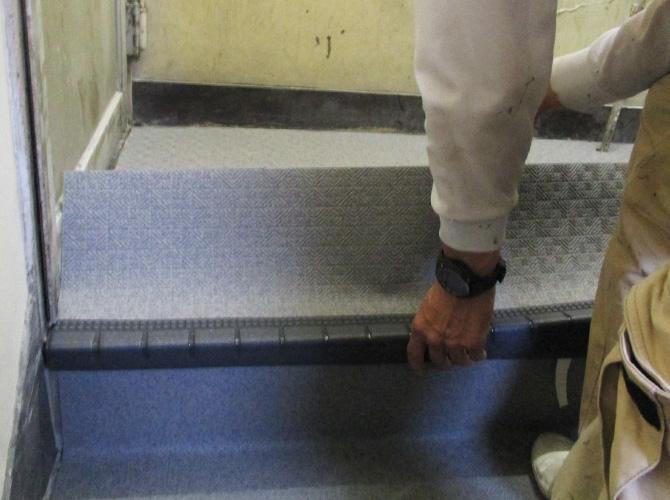 階段の長尺シート工事