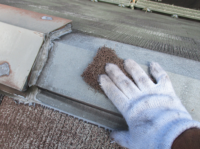 屋根鉄部のケレン清掃