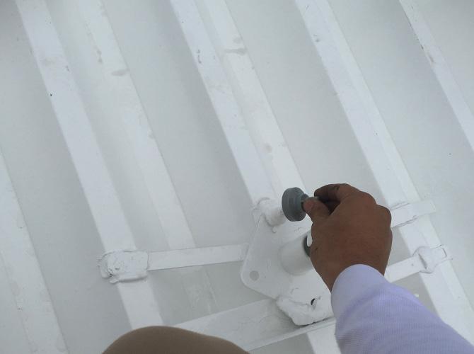 屋根塗装の刷毛塗装
