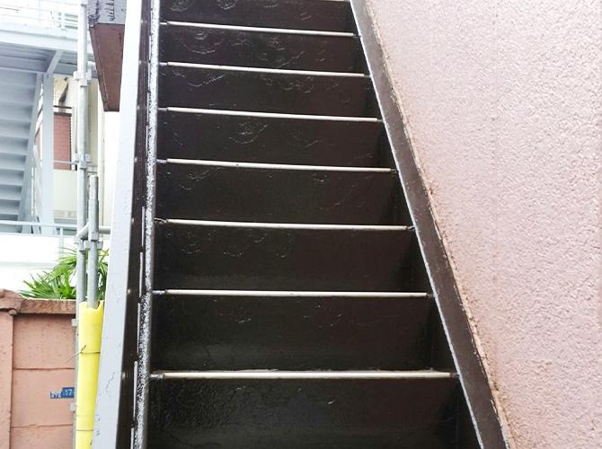 鉄骨階段のサビ止め塗装工事の施工完了後