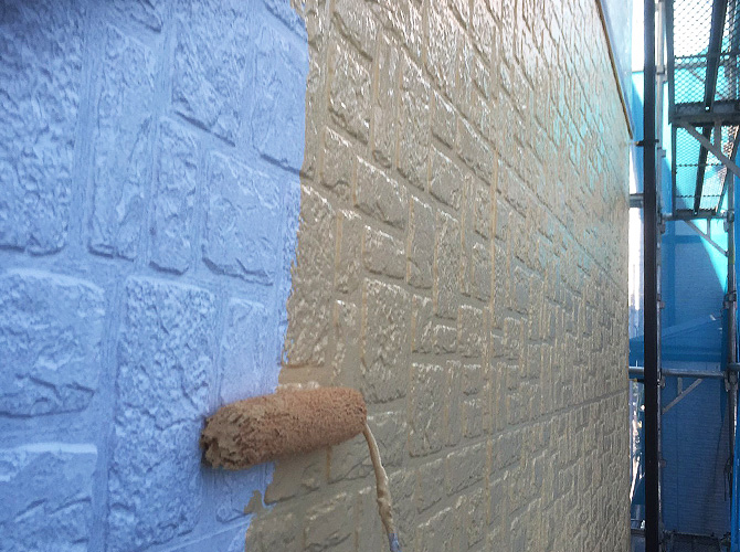 外壁塗装の中塗り施工