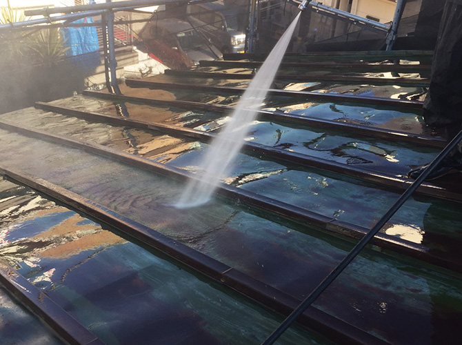 屋根塗装工事の高圧洗浄
