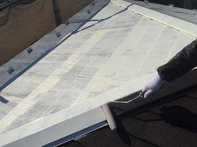 屋根塗装の下塗りでメイクアップ