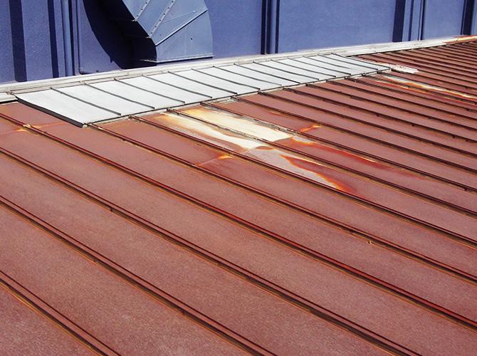 屋根葺き替え工事の施工前の状態