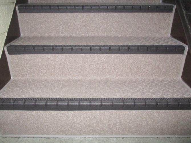 階段の長尺シート工事施工完了後