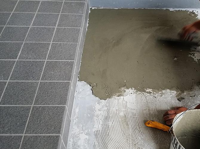 床の下地調整