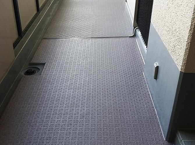 廊下の長尺シートの完了後