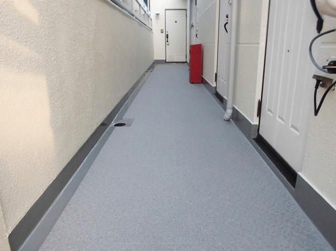共用廊下の長尺シート完了後