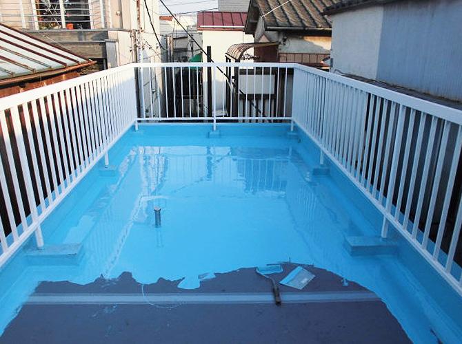 屋上床部分の防水材の塗布