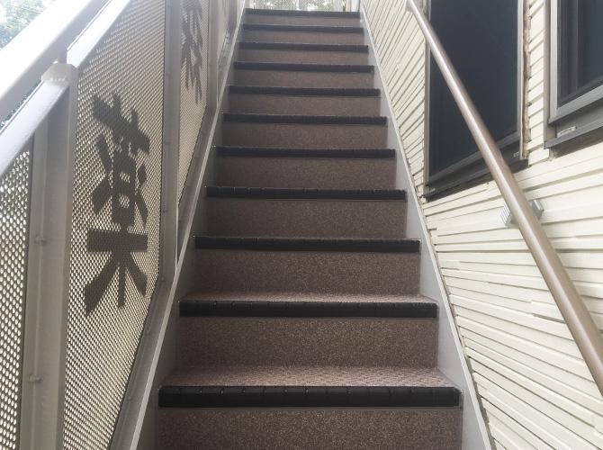 外階段の長尺シート設置完了後