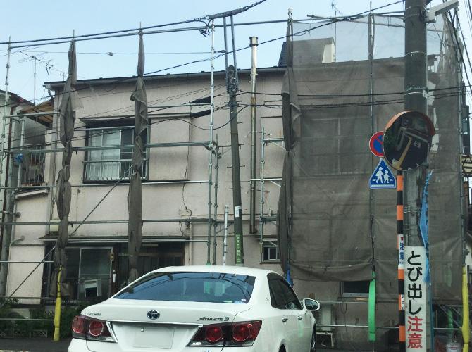 葺き替え工事の足場の設置