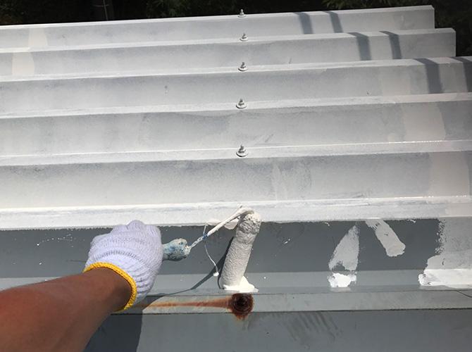 折板屋根の錆止め塗装