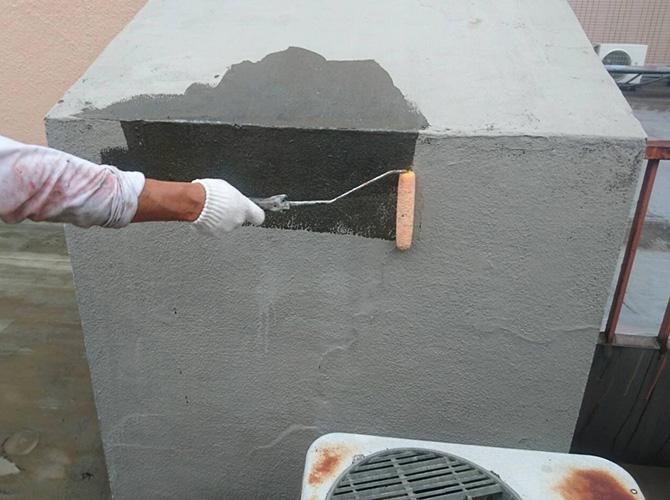 屋上設備のプライマー塗布