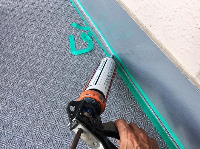 端部のシーリング材充填