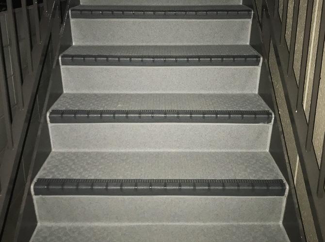 外階段の長尺シート工事完了後