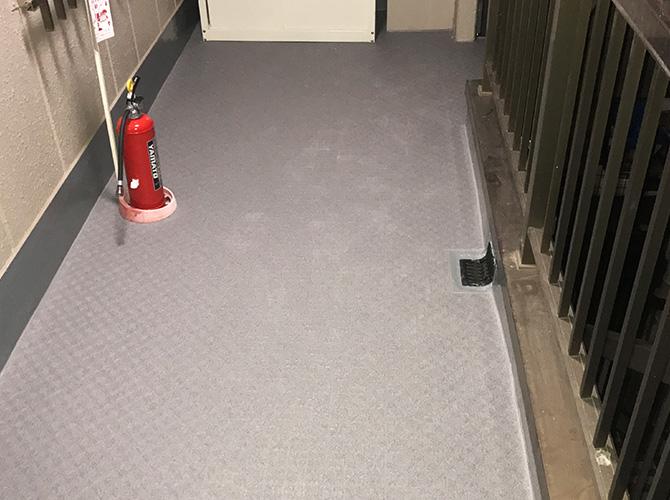 共用廊下長尺シート工事の完了