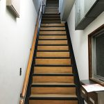 荒川区コーポNの階段リフォーム – アパート内階段の長尺シート工事