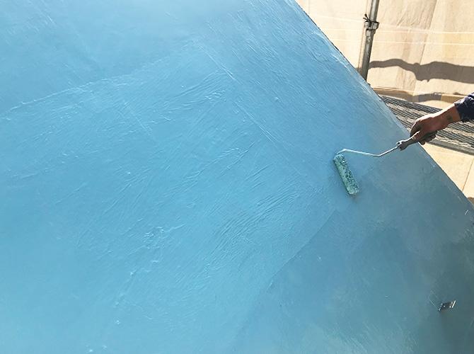 ウレタン防水材の二層目の塗布