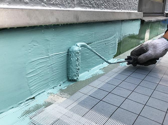 立上りのウレタン防水材塗布