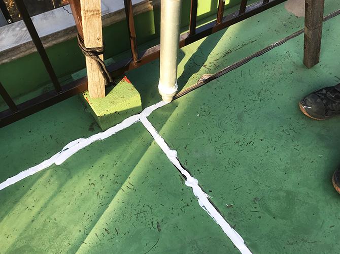 屋上目地のシーリング材の充填