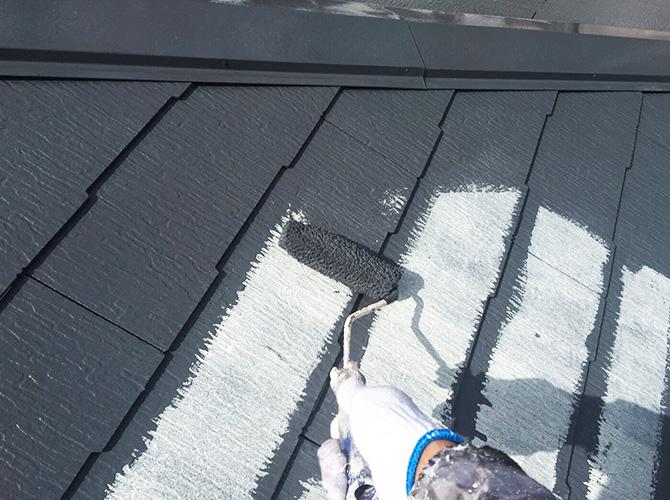 屋根塗装の中塗りローラー