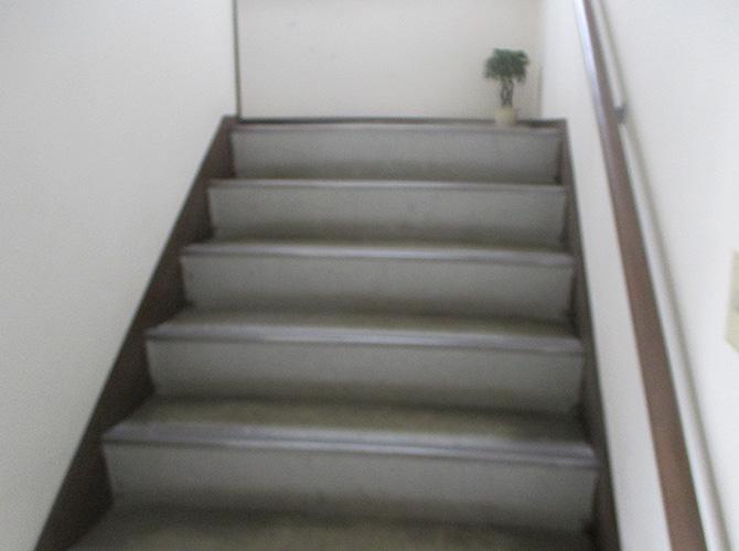 アパート外階段の長尺シート工事施工前