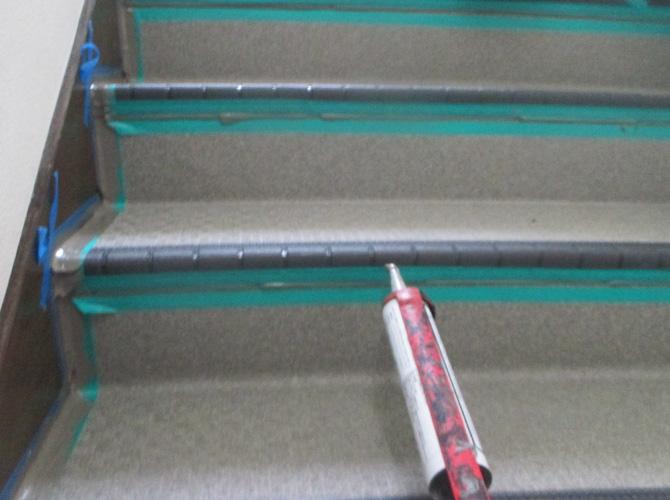 階段繋ぎ目のシール処理