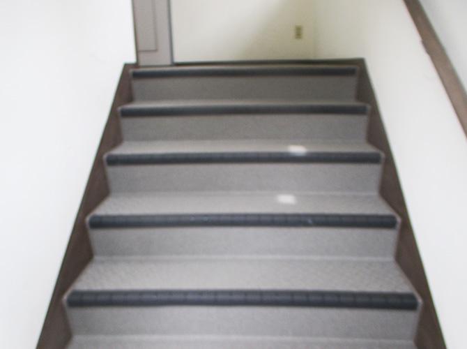 アパート階段の長尺シート工事完了後