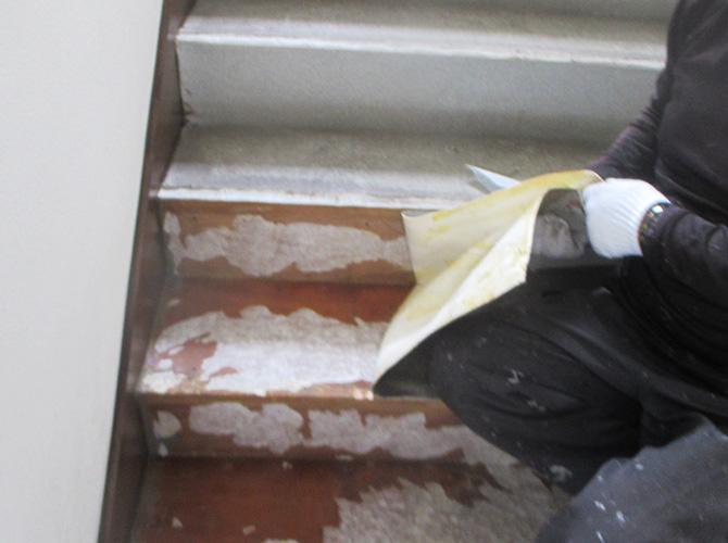 階段の既存材料撤去