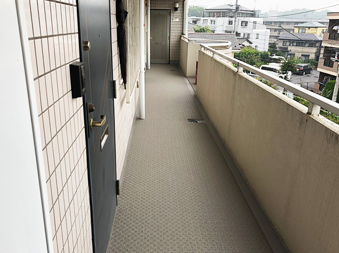 廊下の長尺シート工事完了後