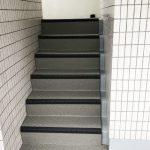 板橋区Fマンションの外階段長尺シート工事 – 階段・廊下の共用部リフォーム