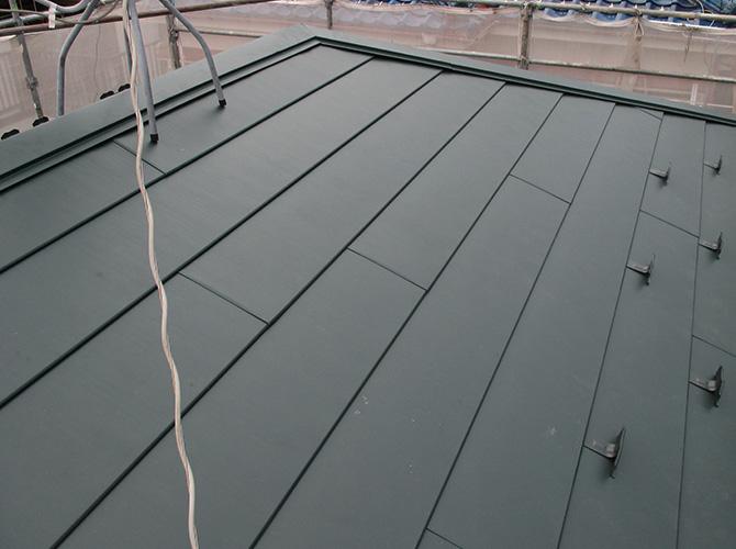 台風対策の屋根カバー工法の完了後