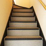 相模原市Fアパートの共用階段リフォーム – 階段・廊下の長尺シート工事