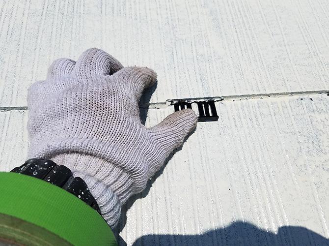 屋根塗装のタスペーサー設置