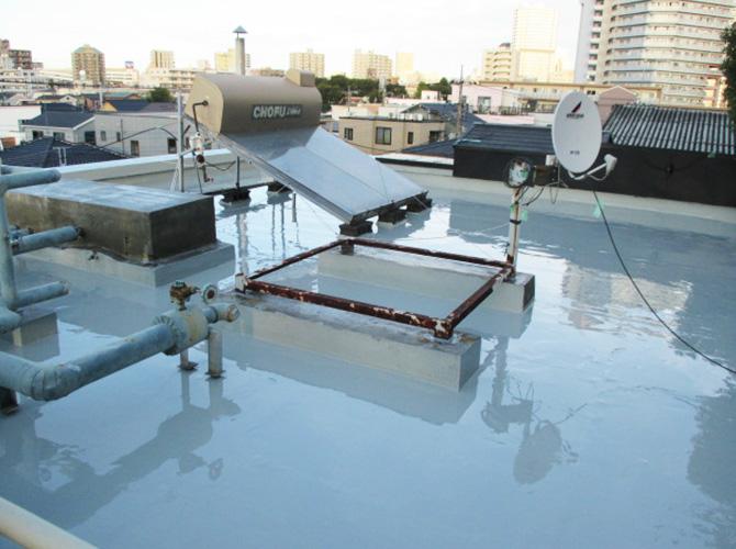 ウレタン防水材の二層目塗布完了