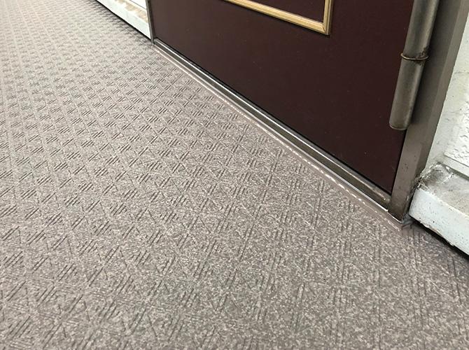 ドア下のシール処理