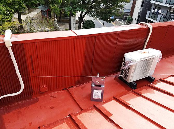 トタン屋根塗装の中塗り