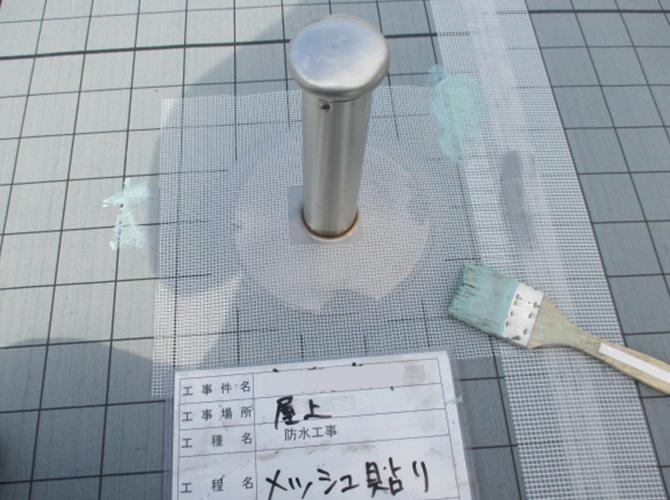 屋上防水のメッシュ貼り