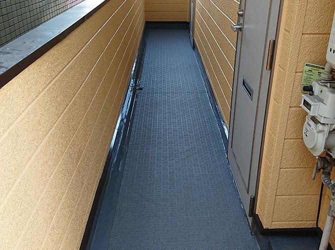 廊下長尺シート工事の施工完了後