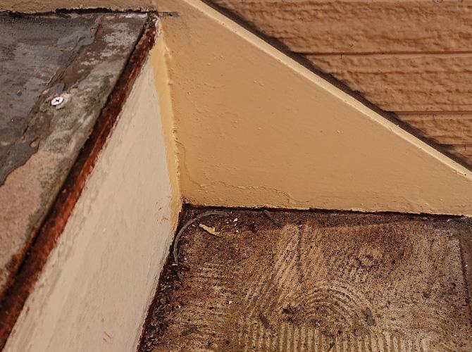 階段ササラ部分の塗装完了後